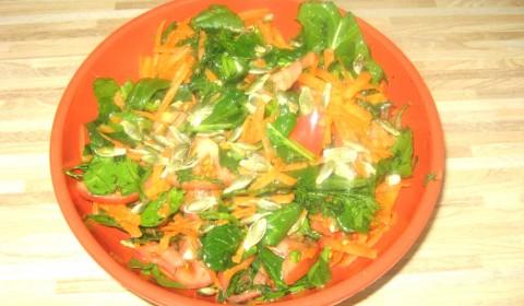 Фото: Салат со шпинатом готов!