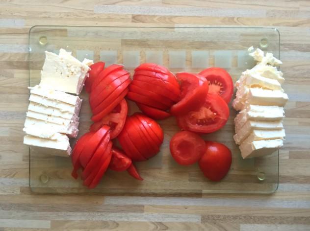 баклажаны с брынзой и помидорами